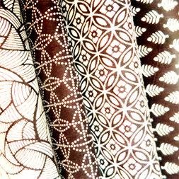handblockprints op katoen in grafische dessins
