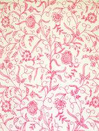 handgeborduurde gordijnstof met slingerend plant/bloemmotief roze